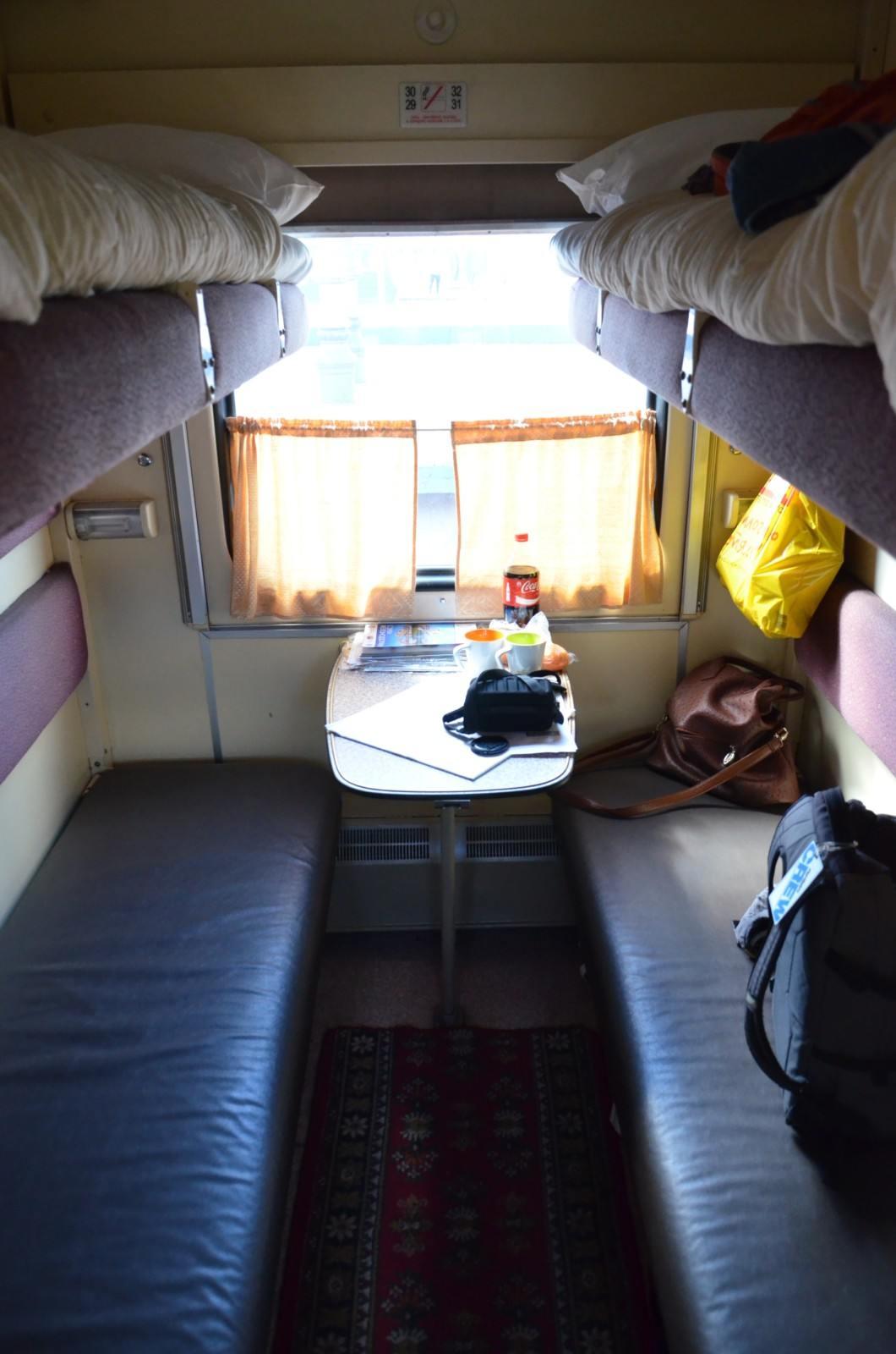 фото моряки в купе поезда